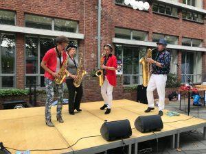 Saxofoonkwartet op podium